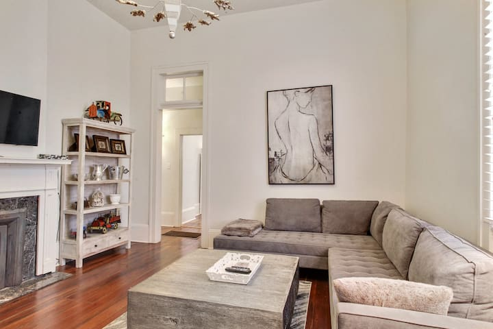 Beautiful Uptown Apartment located on Magazine St.