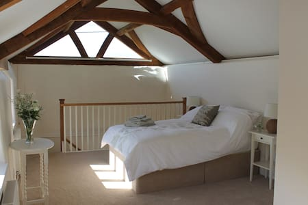 Little Silver Barn B&B near Exeter