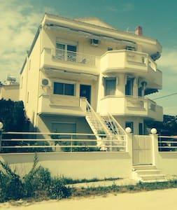 La Bonita Maison - Nea Peramos - House