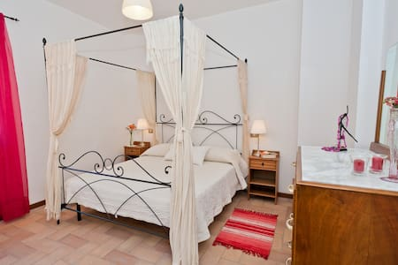 Spello Nunnery Apartment  - Спелло