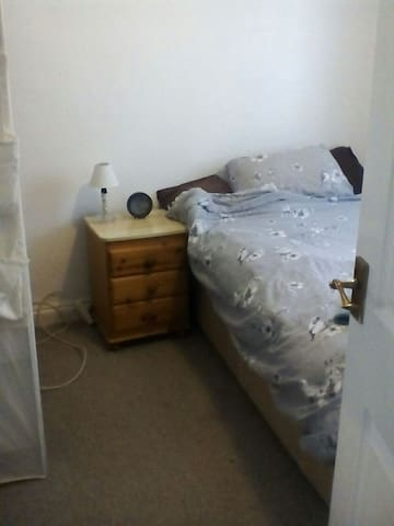 Double room,double bed with Freeview TV &free wifi