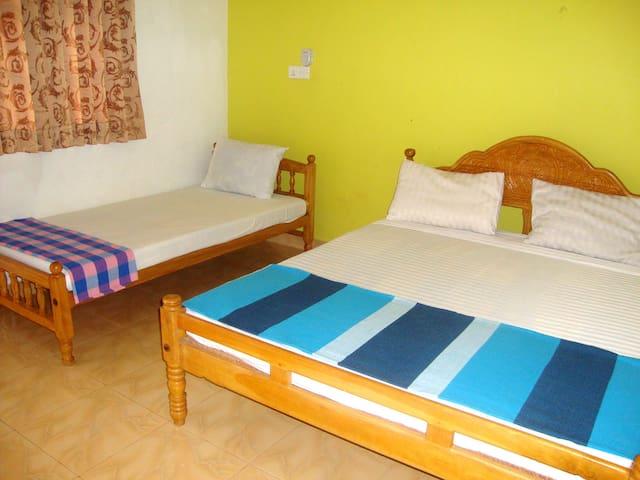 Nillas Guest - Trincomalee - Bed & Breakfast