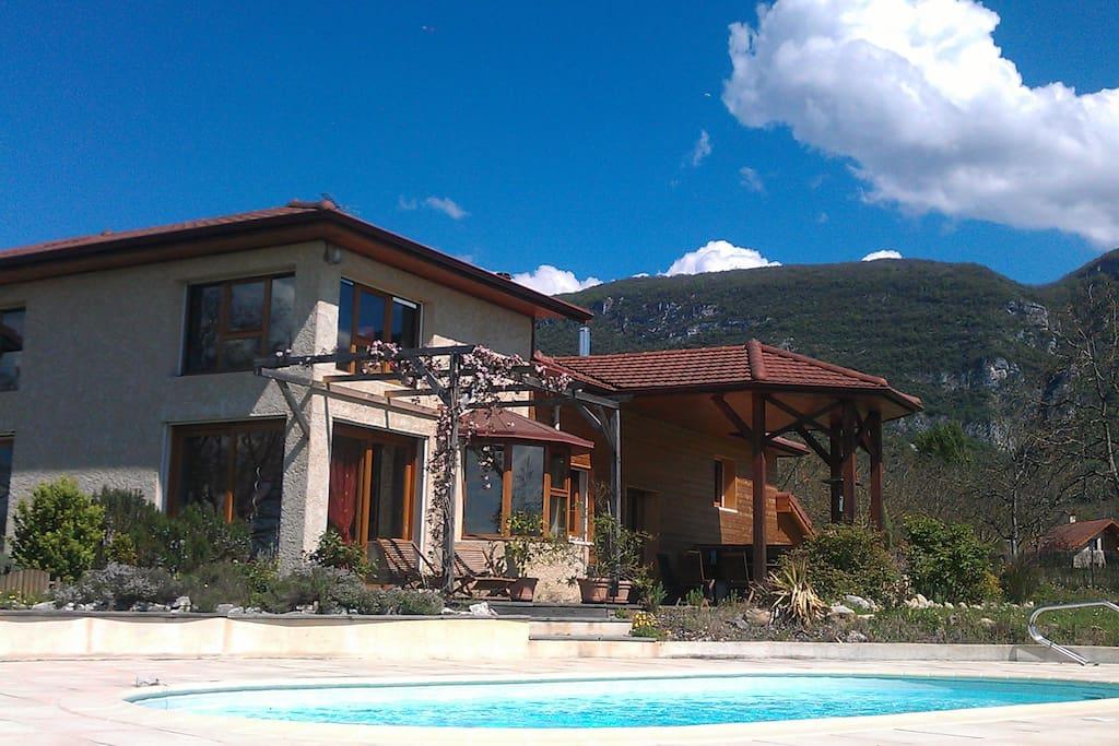 Maison principale Gîte dans maison avec piscine
