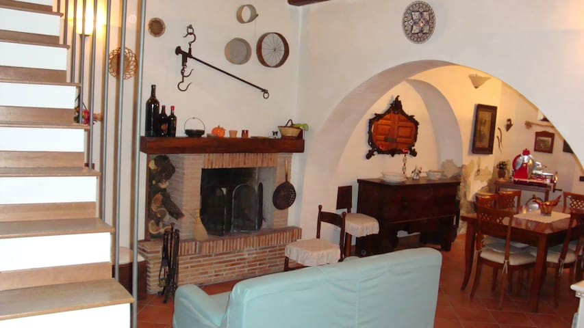 House in the heart of Sermoneta - Sermoneta - Ev