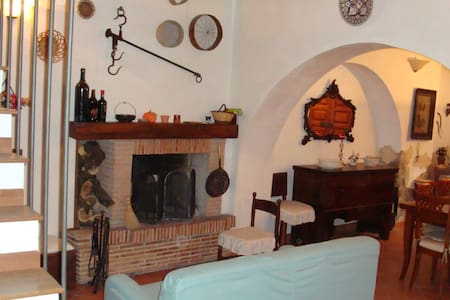 House in the heart of Sermoneta - Sermoneta - 独立屋
