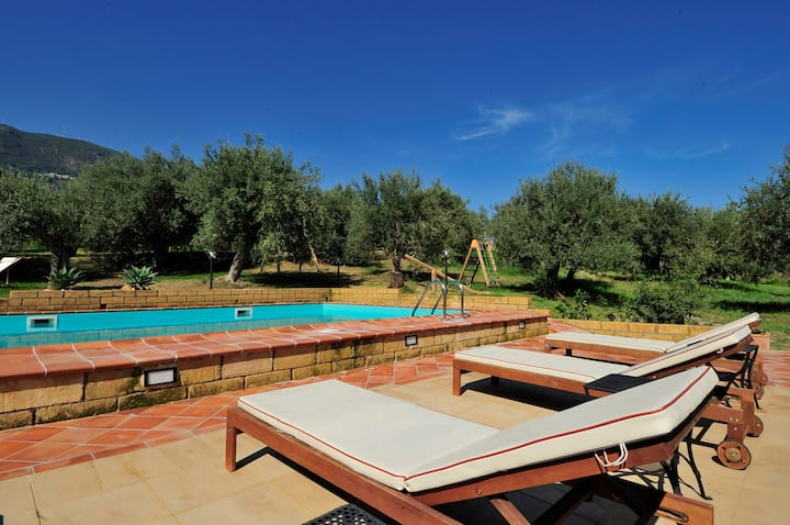 Pool,sea and relax! 4 guests