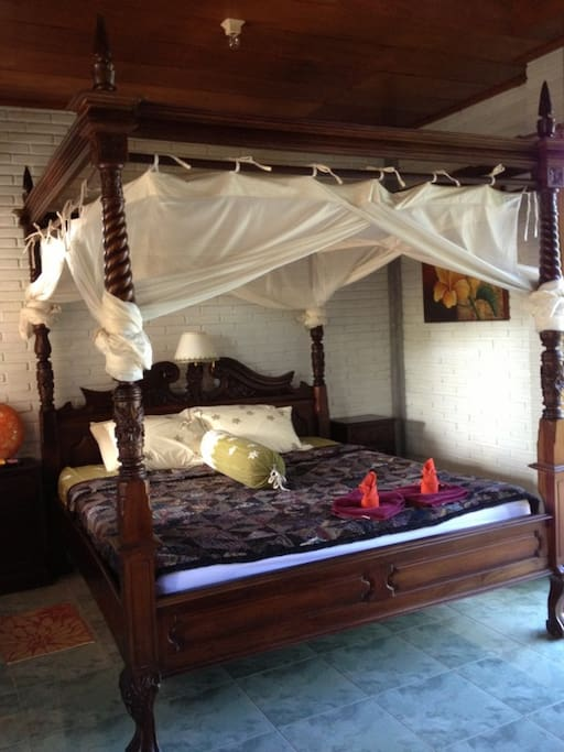 King Size 4 Poster Bed with Net..............