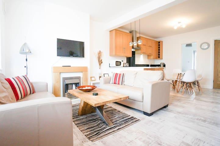 Superb 2 BR Ground Floor Apartment Private Garden