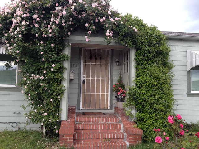 Private Rose vine House, walk to everything
