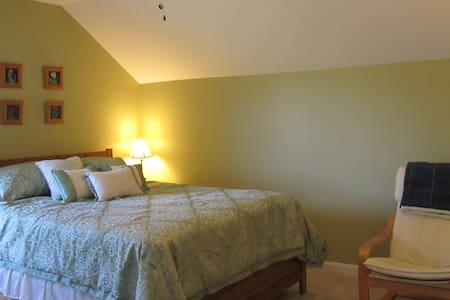 Spacious private room with private bath - Herndon - Casa