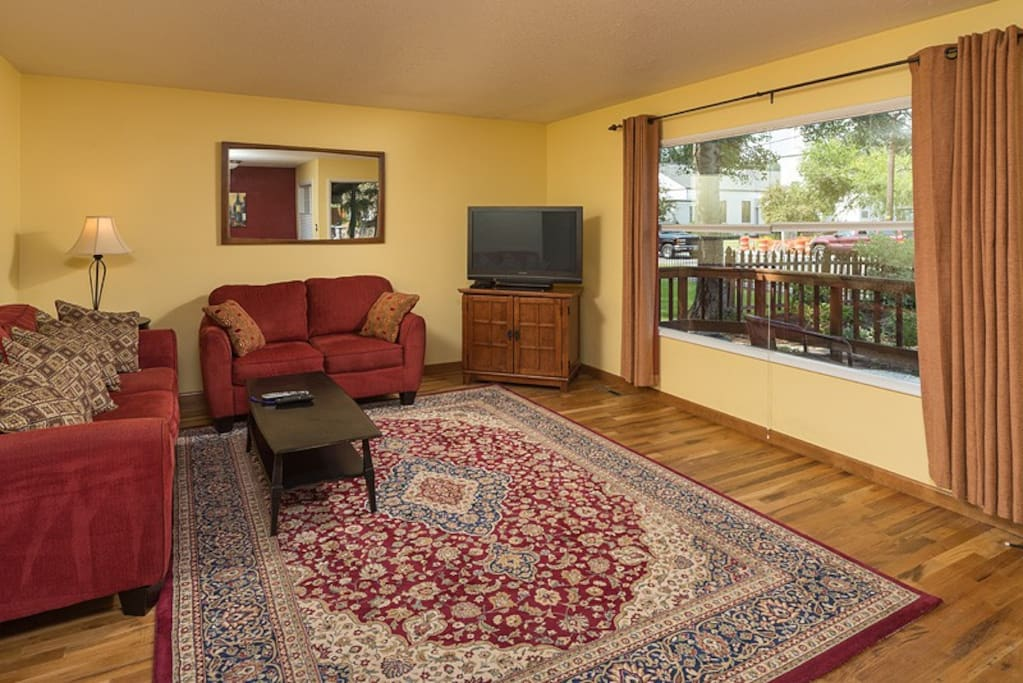 3 Blocks to Downtown, 3 BR, 1 BA,