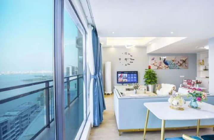 保利中央海岸 顶层rooftop 超大空间 榻榻米海景大床房(独立卧室,共用客厅)