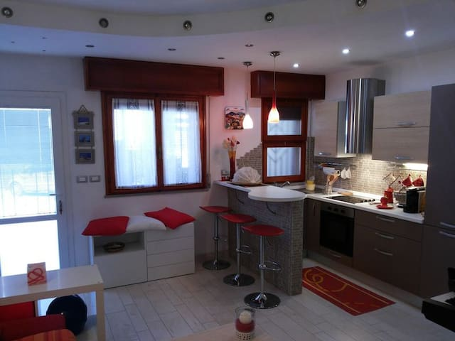 DISCOUNT FOR ADVANCED BOOKING. Close to the beach - Cesenatico - Flat