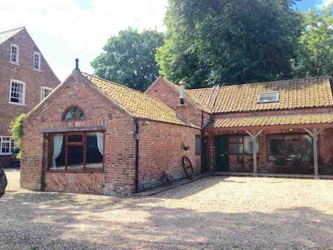 3 bed cottage, peaceful location, secure parking