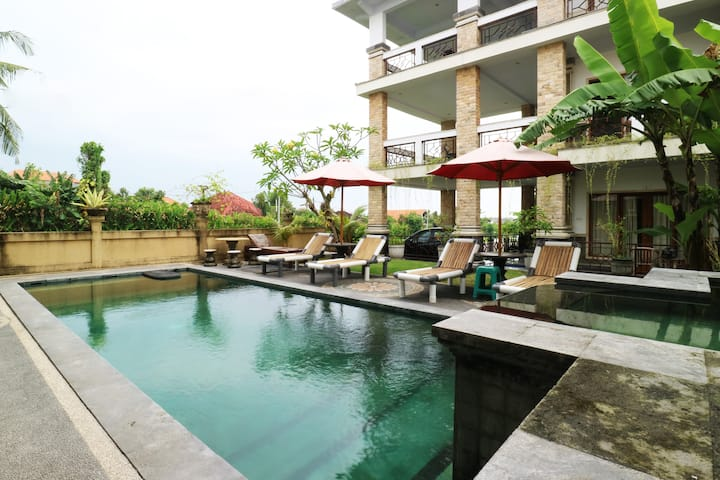 Room Breakfast Canggu walk to eat shop resto Beach