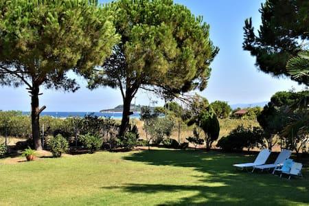 Contra Mare Villa (80 meters by the sea)