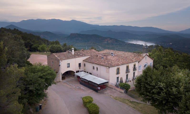 Sant Llorenç - Habitación con cama de matrimonio