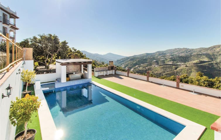 Holiday cottage with 2 bedrooms on 68m² in Canillas de Albaida