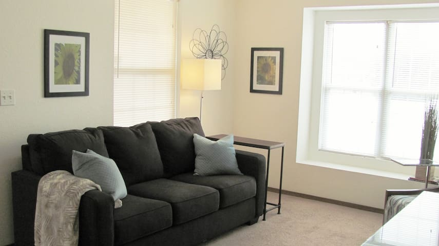 Light and Bright - Cozy 2BR Accessible Apt