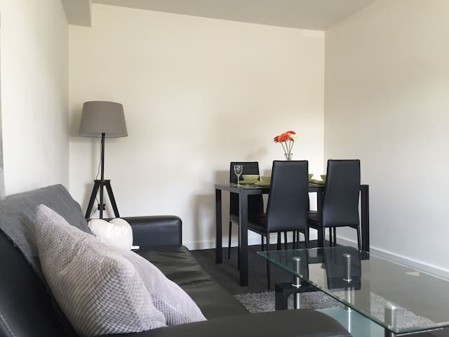 One Double Bedroom Apartment - Plus Sofa Bed - Huddersfield - Apartemen