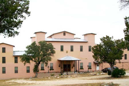 Baronial Hill Country River Estate - Pipe Creek