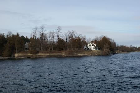 Lakeviews, private loft with shower - Plattsburgh