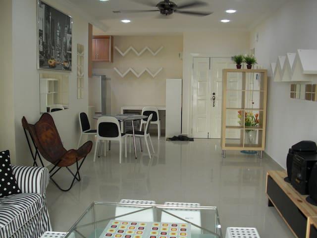 8 O'Clock Lodge Condo@Bandar Utama, PJ, KL