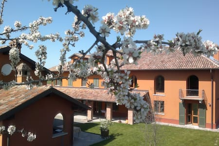 Lovely farmhouse apartment - Nizza Monferrato - Apartemen