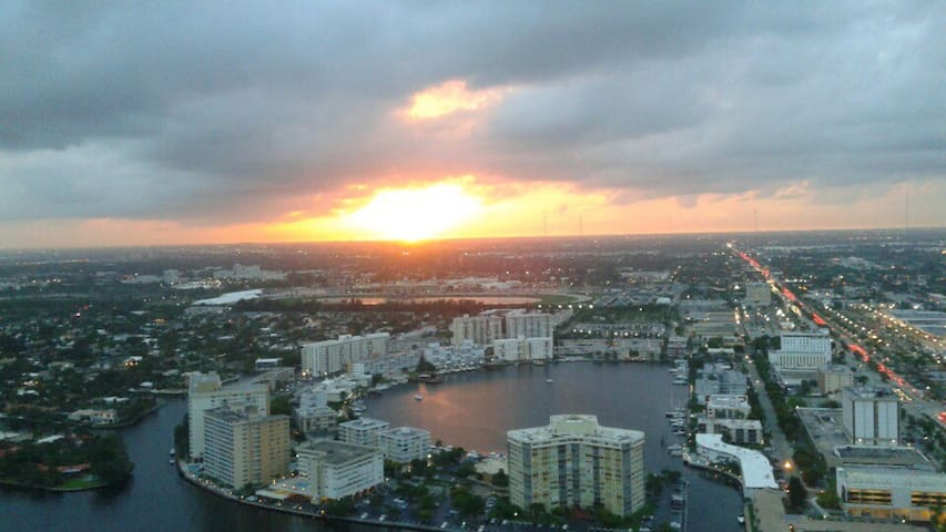 PRIME LOCATION IN HALLANDALE BEACH - Hallandale Beach - Appartement