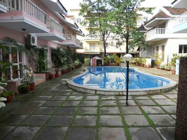 Poolside Studio Apts@Goan Courtyard (Perch) - Vagator - Flat