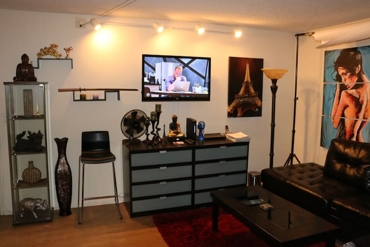 Best Location off Sunset Blvd in West Hollywood! - West Hollywood - Apartment