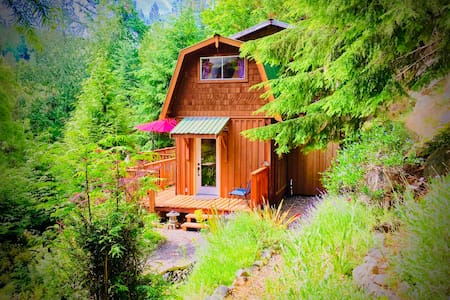 Shangri La Retreat - Cabin in the woods