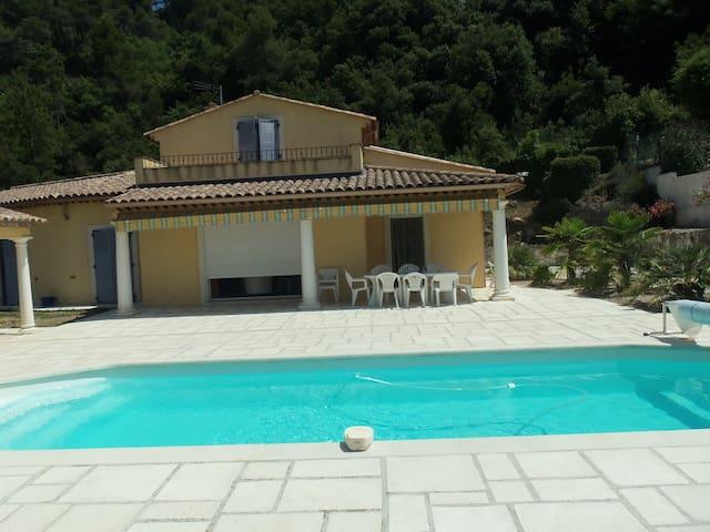 Location villa 150m² 5 pièces pour 10 personnes - Gilette - House