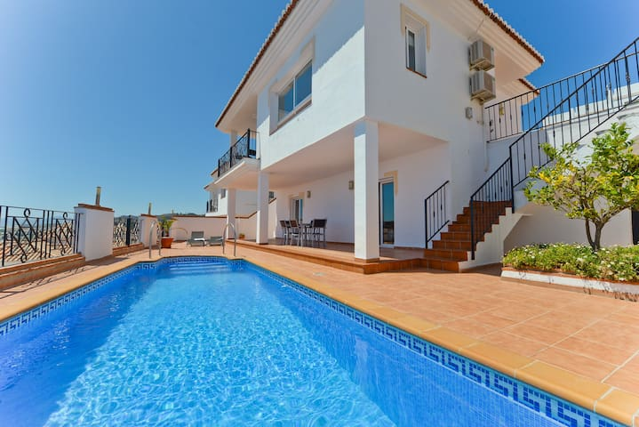 Air-Conditioned Villa Close to Beach with Pool, Terrace, Sea View & Wi-Fi