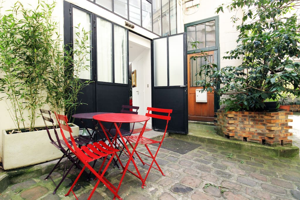 Maison atelier d 39 artiste montmartre maisons louer paris le de fra - Atelier d artiste a louer ...