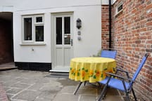Hideaway Cottage with Log Stove, Central Beccles