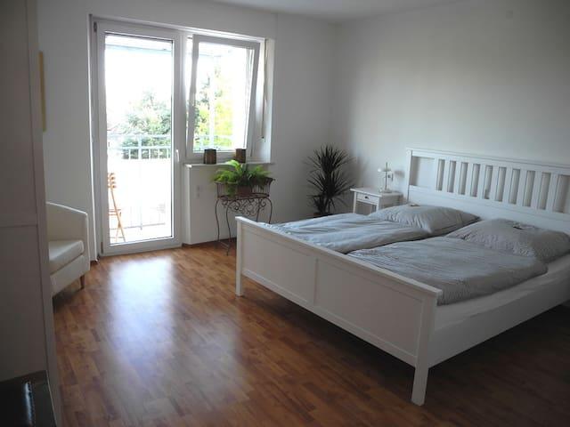 4-Zimmer-Apartment 90 qm nahe Messe - Nuremberg - Byt