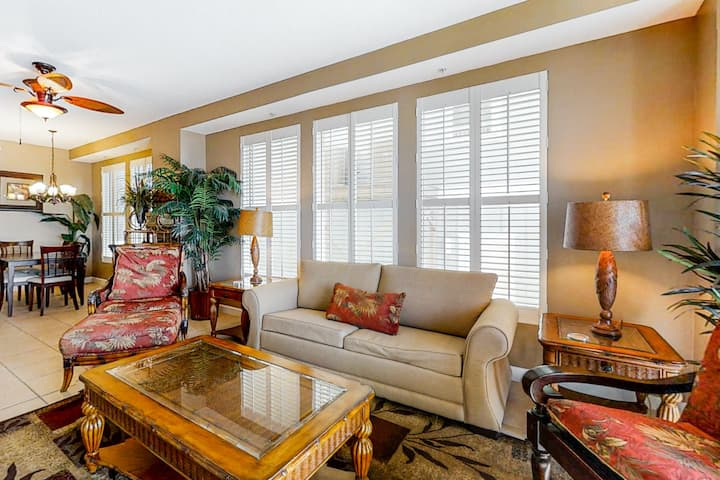 Charming Gulf-front condo w/ scenic deck & shared pool/hot tub - snowbirds OK!