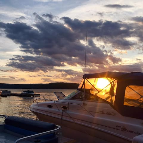 Beautiful Beaver Lake Front Getaway