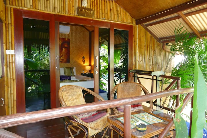 BUNGALOW TROPICAL TYPIQUE KING - PISCINE / JACUZZI