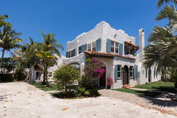 Amazing Estate close to Beach & Downtown→Sleeps 17