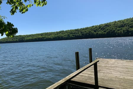 Candlewood Lake House (Lakefront)