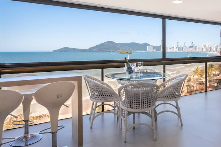 Beautiful Seafront Apartment 4 Suites Luxurious