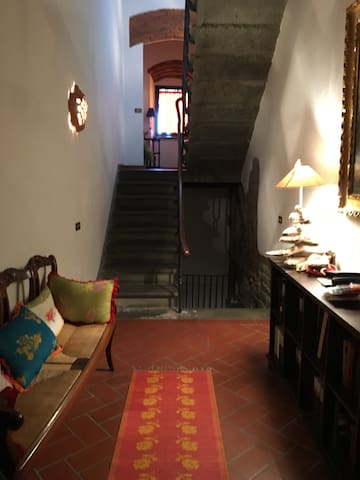 Stylish loft & courtyard in Tuscany - Montecatini alto  - House