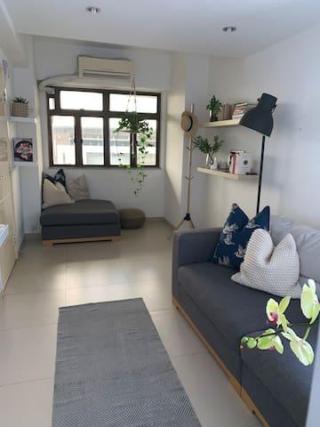 Modern and spacious 1BR on Hong Kong Island