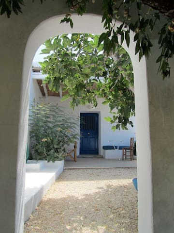 Holiday home on the beautiful Greek island Paros. - Aliki - Huis