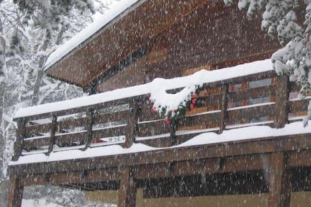 Location saisonnière Chalet - altitude 1000 m - Peyroules