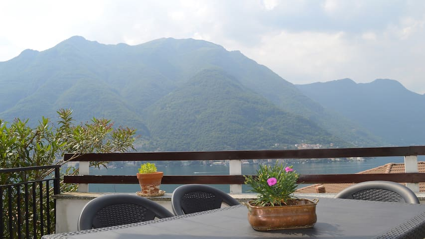 Lake view apartment with terrace and garden - Careno - Appartement