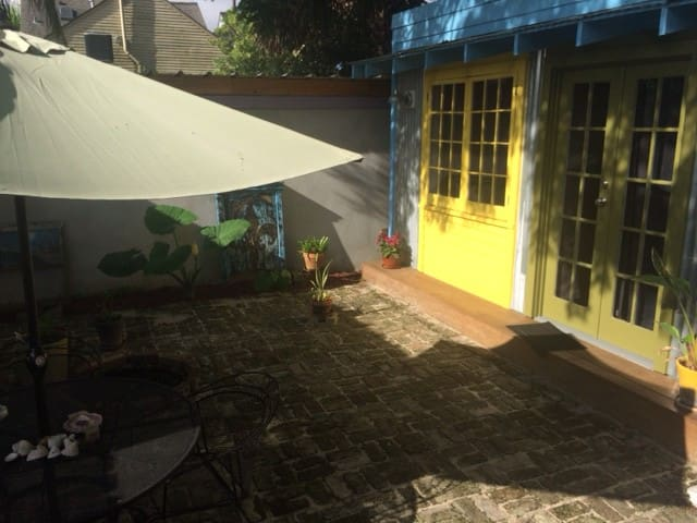 Private Bohemian hideway on Rosalie Aly in Bywater