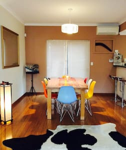 One bedroom close to cafes and transport to city. - North Perth